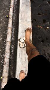Hüftbeschwerden Barfußlaufen