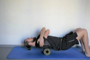 Nackenverspannungen langfristig lösen. Gezielte Übungen gegen deine Nackenschmerzen.